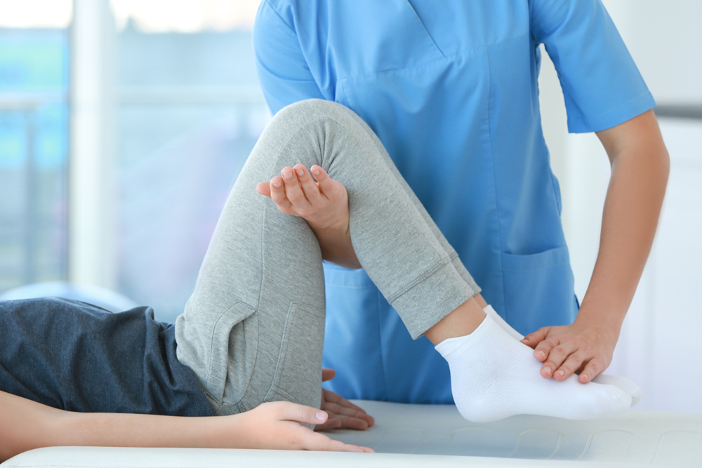 Houma Chiropractor treating patient for leg pain
